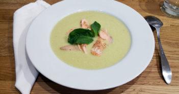 Pórkovo oříšková polévka s lososem