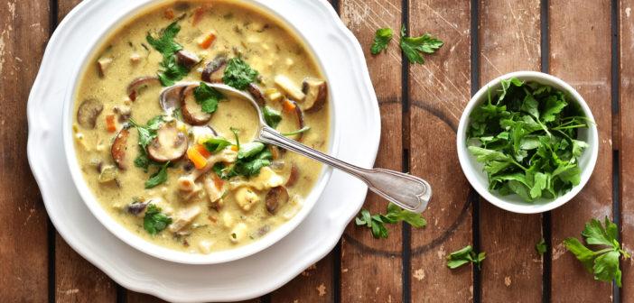 Polévka s houbami a plísňovým sýrem